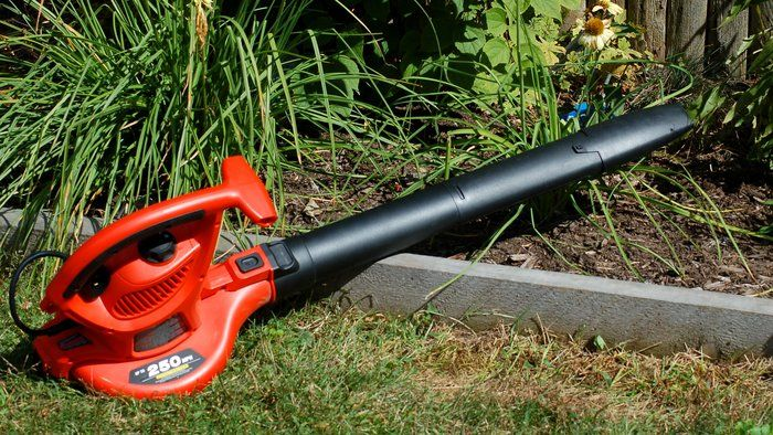 Use Leaf Blower Vacuums